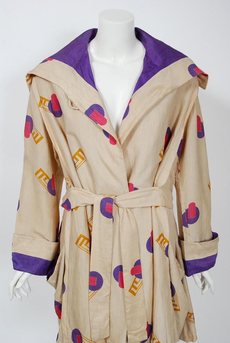 1920's Colorful Art-Deco Geometric Novelty Print Silk Belted Wrap Walking Jacket For Sale 1