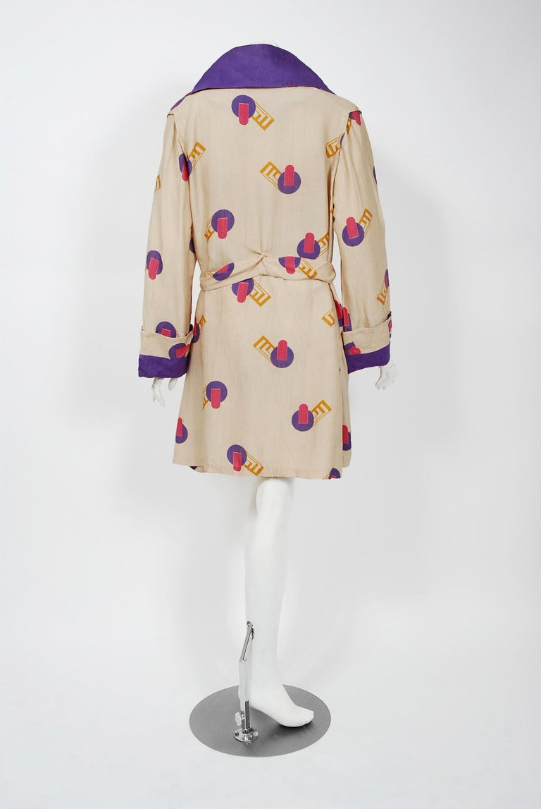 1920's Colorful Art-Deco Geometric Novelty Print Silk Belted Wrap Walking Jacket For Sale 3