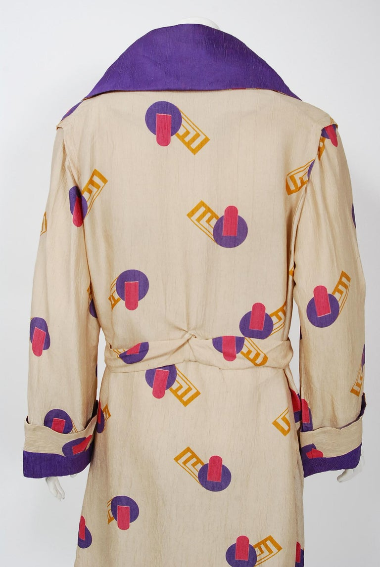 1920's Colorful Art-Deco Geometric Novelty Print Silk Belted Wrap Walking Jacket For Sale 4