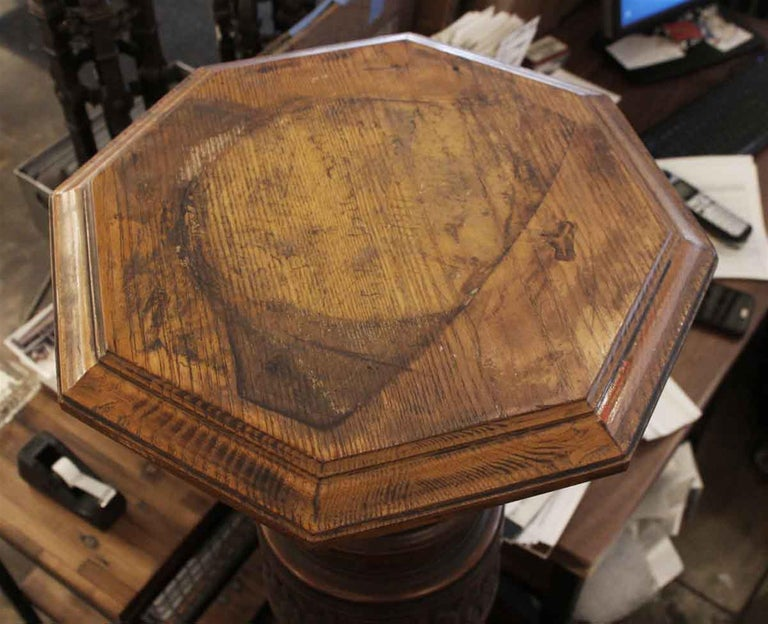 Early 20th Century 1920s Dark Tone Octagonal Oak Pedestal with Pivoting Top For Sale