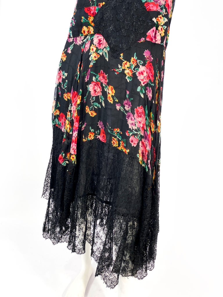 1920s Floral Printed Chiffon Drop-waist Dress with Lace Accents In Good Condition For Sale In San Francisco, CA