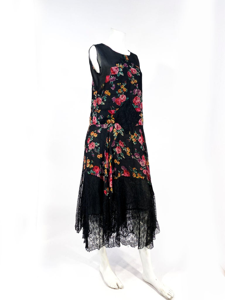 1920s Floral Printed Chiffon Drop-waist Dress with Lace Accents For Sale 1