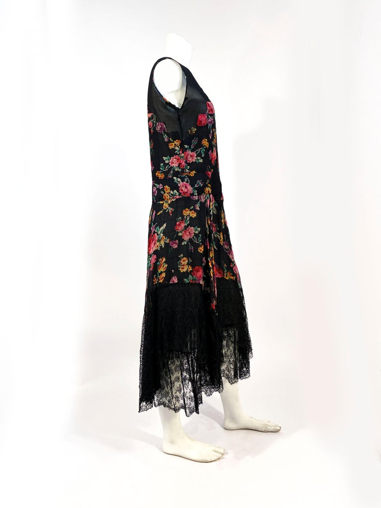 1920s Floral Printed Chiffon Drop-waist Dress with Lace Accents For Sale 2