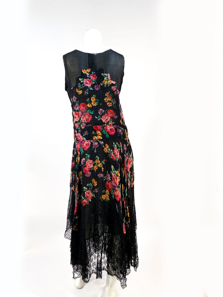 1920s Floral Printed Chiffon Drop-waist Dress with Lace Accents For Sale 3