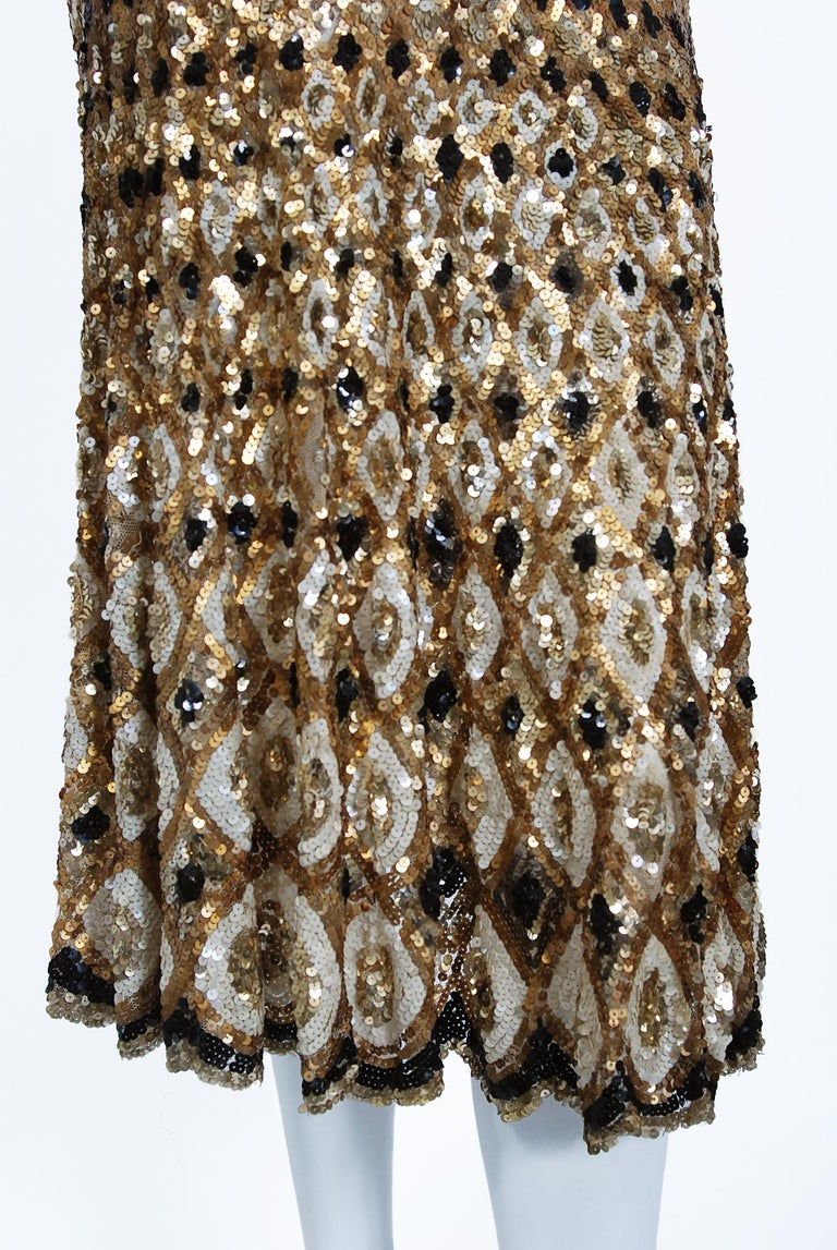 1920's French Couture Gold & Black Art-Deco Sequin Scalloped Flapper Dress  In Good Condition For Sale In Beverly Hills, CA
