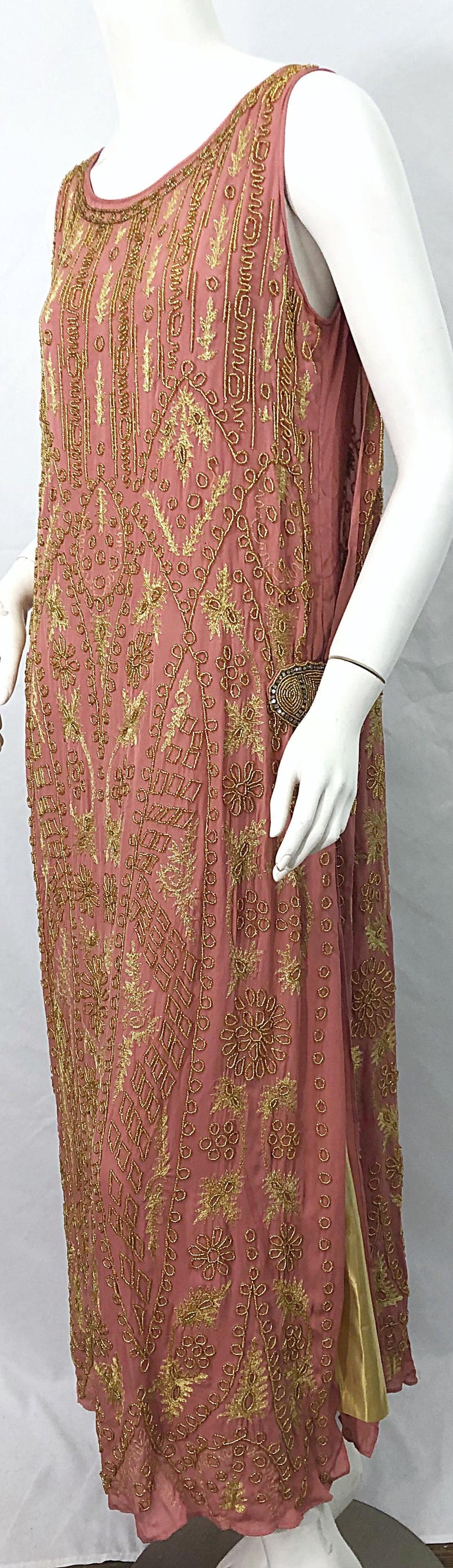 1920s French Couture Pink + Gold Beaded Gatsby Roaring 20s Vintage Flapper Dress In Excellent Condition For Sale In Chicago, IL
