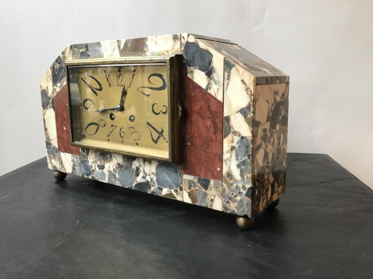 1920s French Deco Marble Mantle Clock In Distressed Condition For Sale In Tarrytown, NY