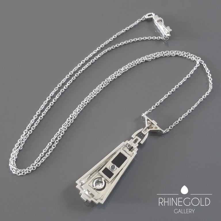 Round Cut 1920s German Art Deco Diamond Onyx White Gold Pendant Necklace For Sale