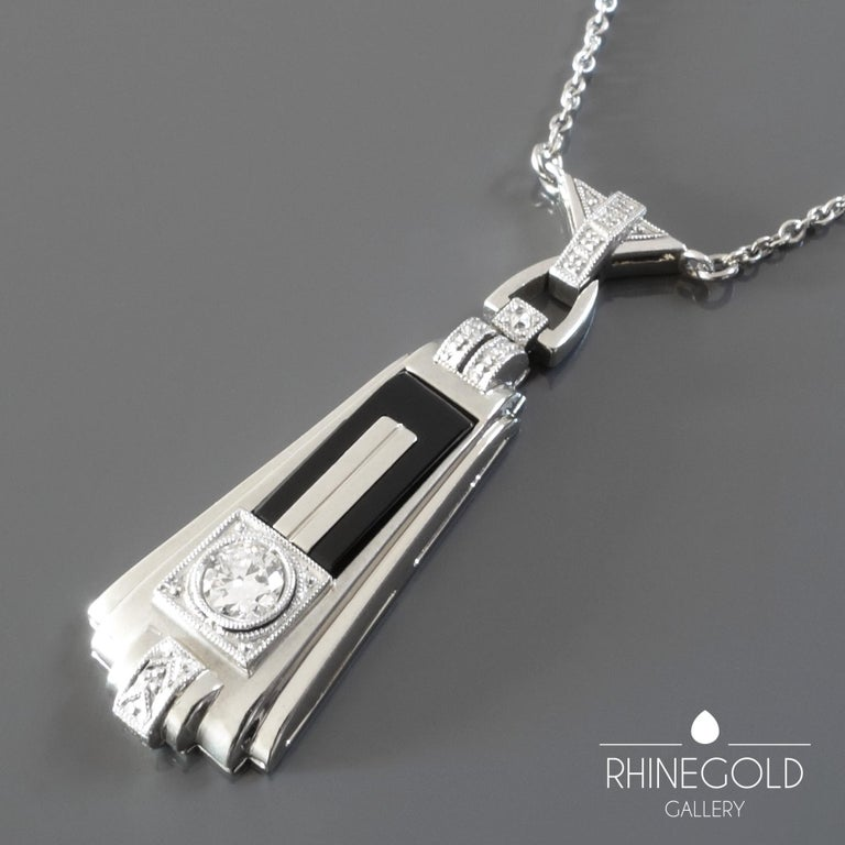 1920s German Art Deco Diamond Onyx White Gold Pendant Necklace In Excellent Condition For Sale In Dusseldorf, NRW