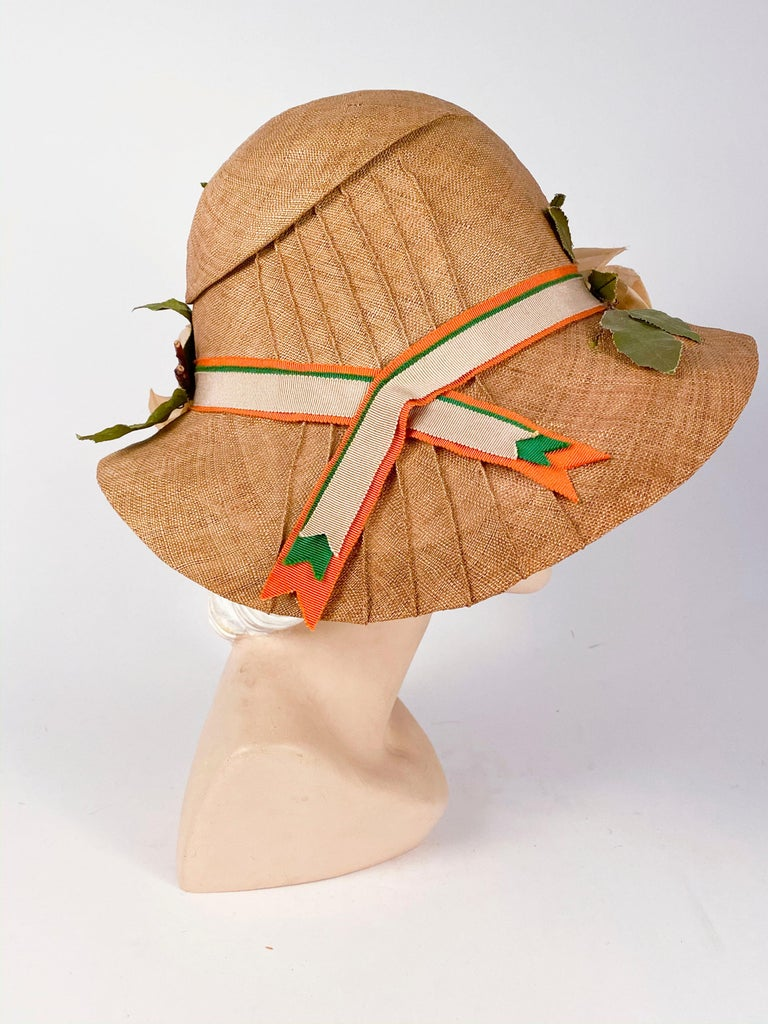 Women's 1920s Natural Straw Day Cloche With Silk Flowers For Sale