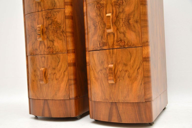 Early 20th Century 1920s Pair of Art Deco Walnut Bedside Chests For Sale