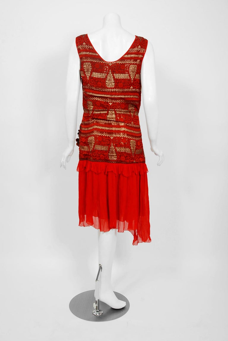 1920's Red & Metallic Gold Print Lamé Asymmetric Pleated Chiffon Flapper Dress For Sale 4