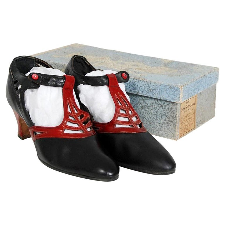 1920's Spiderweb Cut-Out Novelty Black & Red Leather Deco Flapper Shoes w/ Box For Sale