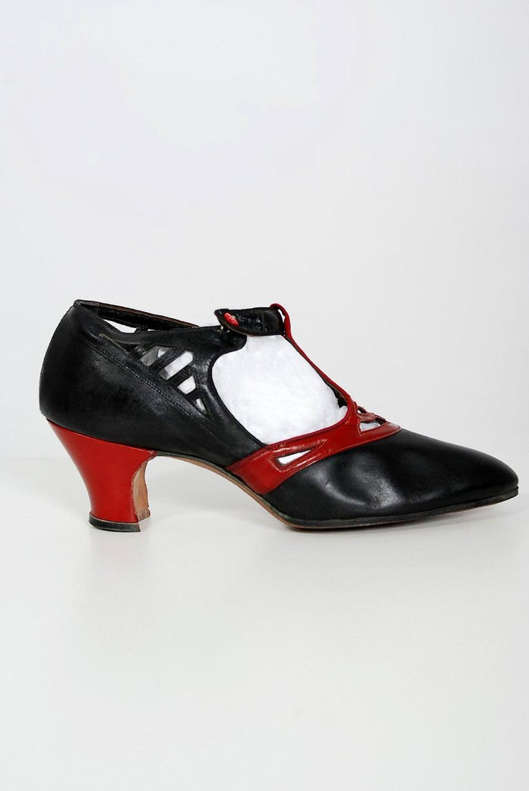 Gray 1920's Spiderweb Cut-Out Novelty Black & Red Leather Deco Flapper Shoes w/ Box For Sale