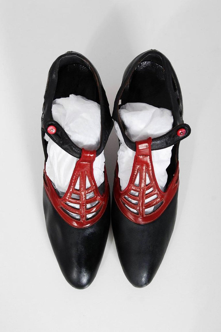 1920's Spiderweb Cut-Out Novelty Black & Red Leather Deco Flapper Shoes w/ Box For Sale 4