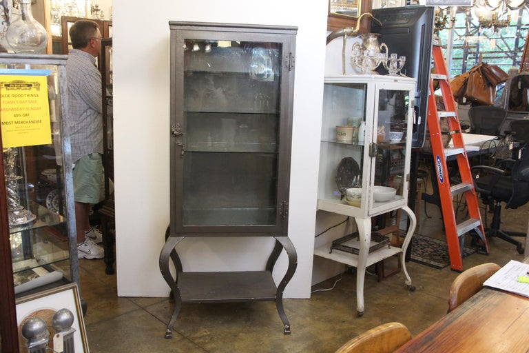 1920s Stripped and Lacquered Steel Dental Cabinet with Cabriole Legs and Shelves For Sale 1