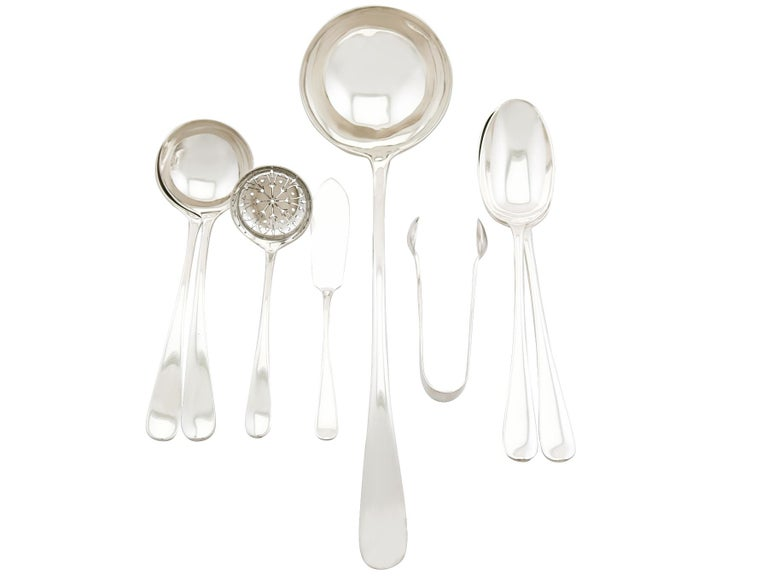1922 Antique Sterling Silver Canteen of Cutlery for Six Persons For Sale 1