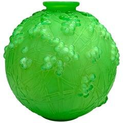 1924 René Lalique Druides Vase in Triple Cased Jade Green Glass Mistletoe