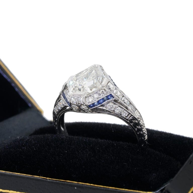 1925 Art Deco Platinum Geometric Diamond Sapphire Engagement Ring, Dreicer In Good Condition For Sale In Lauderdale by the Sea, FL