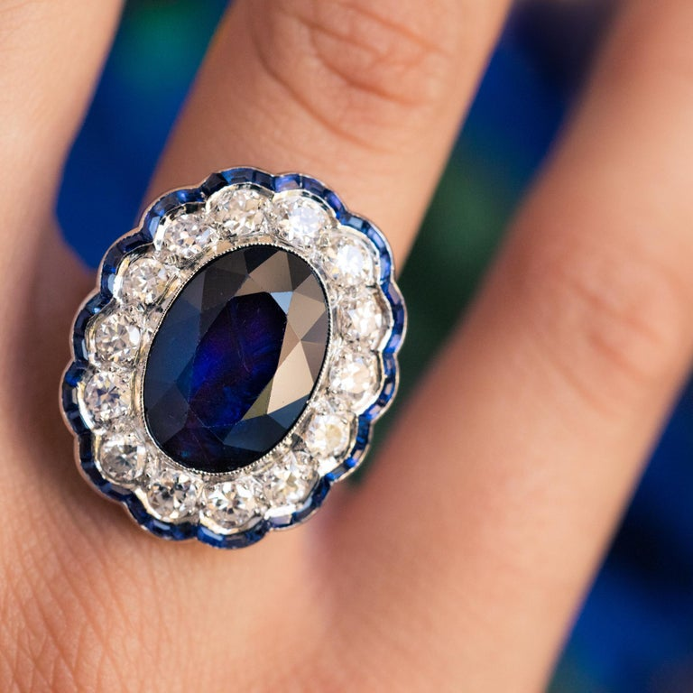 1925s Art Deco 8.40 Carat Sapphire Diamonds Calibrated Sapphires Platinum Ring In Good Condition For Sale In Poitiers, FR