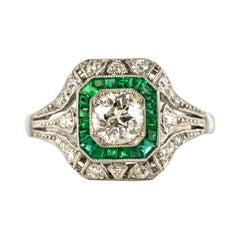 1925s Art Deco Calibrated Emeralds Diamonds Platinum Ring