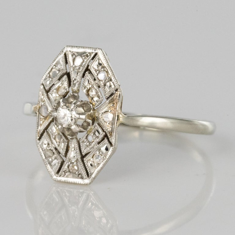 1925 French Art Deco 18 Karat White Gold Platinum Diamond Hexagon Shaped Ring In Good Condition For Sale In Poitiers, FR