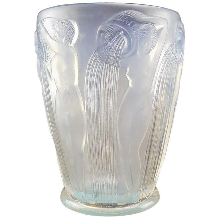 René Lalique Danaides a Vase, design 1926 opalescent