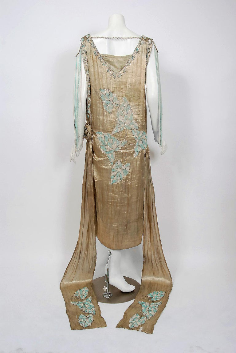 Vintage 1927 French Couture Metallic Gold Lamé Beaded Leaf-Motif Trained Dress For Sale 4