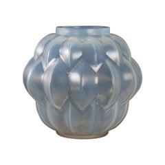 1927 René Lalique Art Deco Nivernais Vase in Triple Cased Opalescent Glass