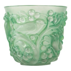 1927 René Lalique Avallon Vase in Frosted Glass with Green Patina Sparrows Birds