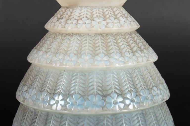 1929 René Lalique Ferrieres Vase in Cased Opalescent Glass with Grey Patina In Good Condition In Boulogne Billancourt, FR
