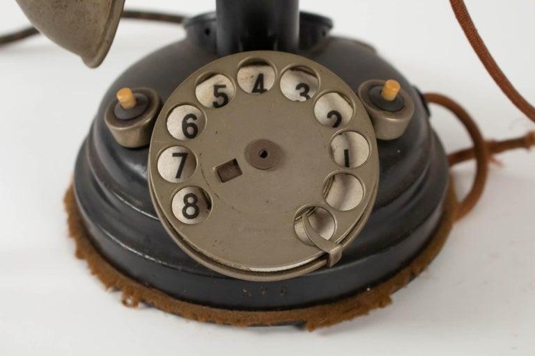 1930-1940 Telephone, Thomson-houston Telephone Company  Measures: H 32cm, D 15cm.