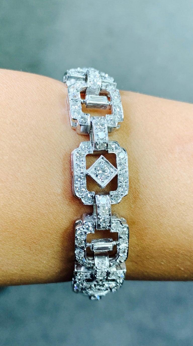 1930 Antique 9 Carat White Diamond Bracelet in Platinum For Sale 5