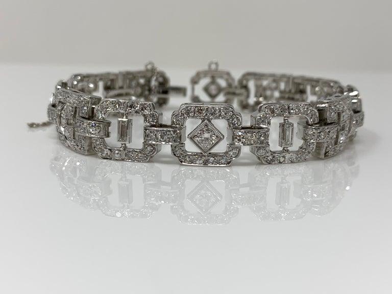 Round Cut 1930 Antique 9 Carat White Diamond Bracelet in Platinum For Sale