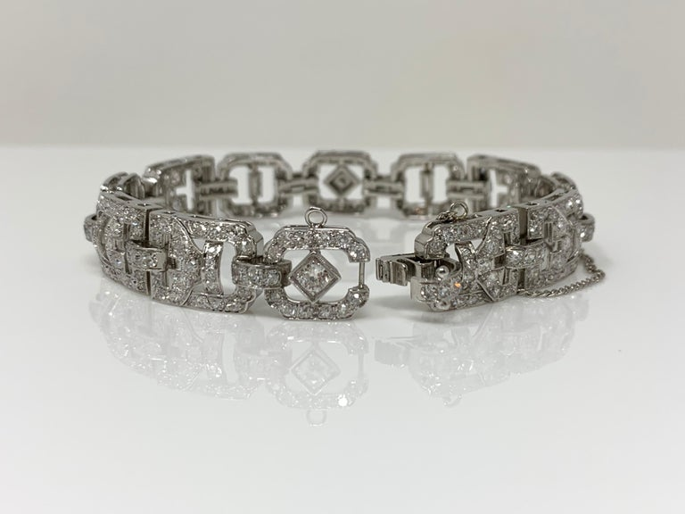1930 Antique 9 Carat White Diamond Bracelet in Platinum In Excellent Condition For Sale In New York, NY