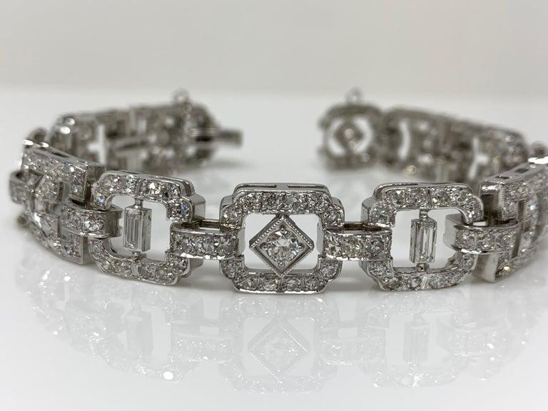 1930 Antique 9 Carat White Diamond Bracelet in Platinum For Sale 1