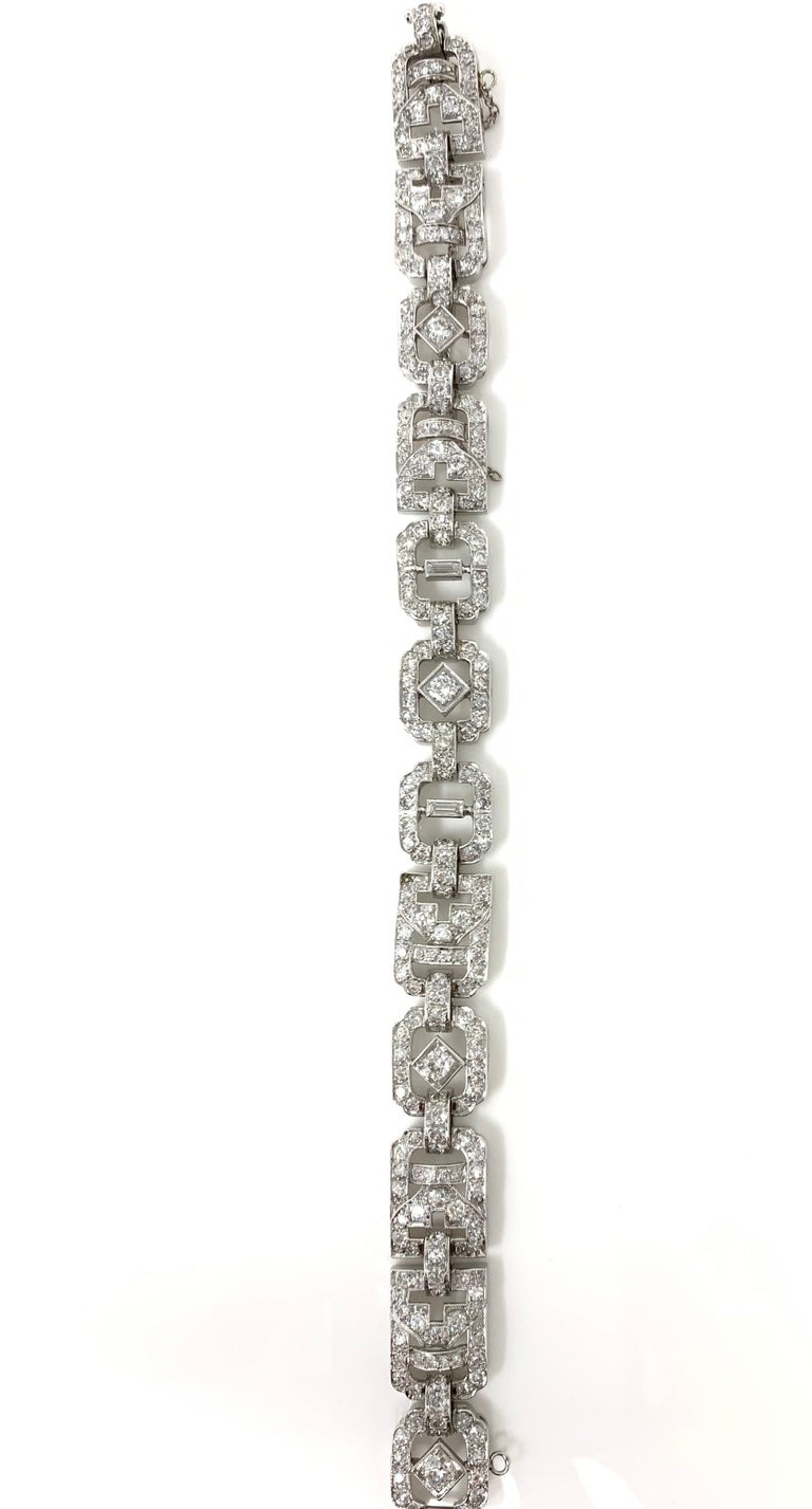 1930 Antique 9 Carat White Diamond Bracelet in Platinum For Sale 4