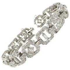 1930 Antique 9 Carat White Diamond Bracelet in Platinum