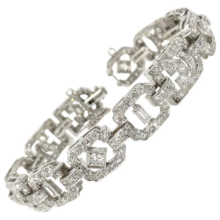 1930 Antique 9 Carat White Diamond Bracelet in Platinum For Sale
