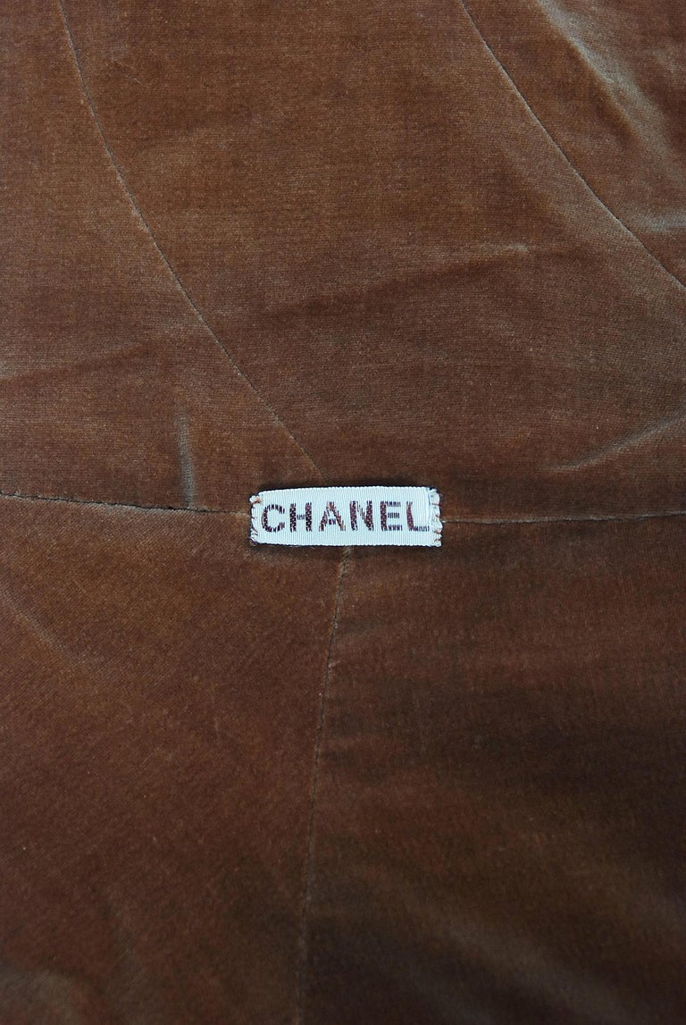 Vintage 1930 Chanel Haute Couture Caramel Brown Velvet Scarf-Neck Sculpted Cape  For Sale 6