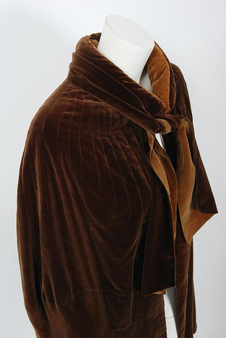 Vintage 1930 Chanel Haute Couture Caramel Brown Velvet Scarf-Neck Sculpted Cape  For Sale 1