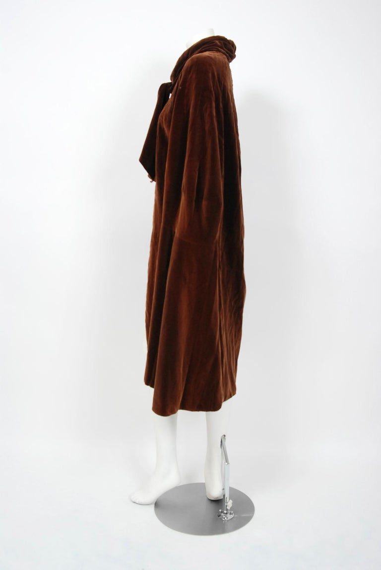 Vintage 1930 Chanel Haute Couture Caramel Brown Velvet Scarf-Neck Sculpted Cape  For Sale 3