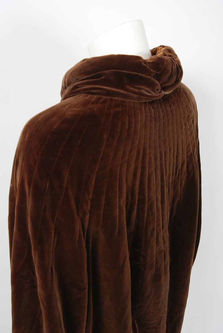 Vintage 1930 Chanel Haute Couture Caramel Brown Velvet Scarf-Neck Sculpted Cape  For Sale 5