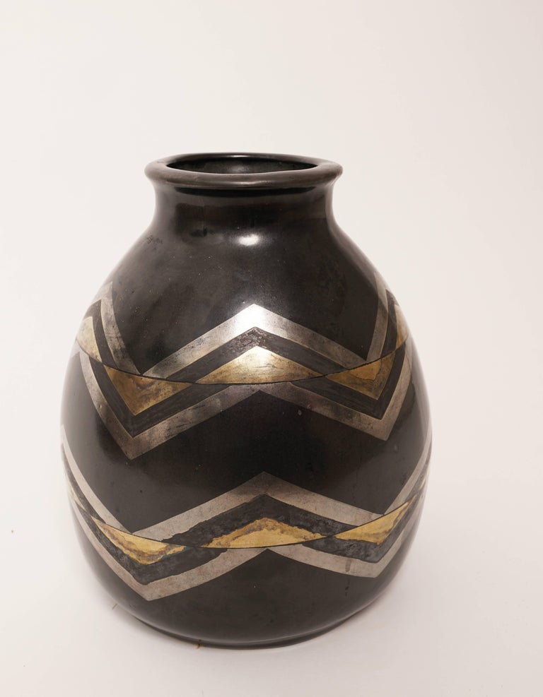French 1930, Jean Luce, Black and Gilt Glazed Stoneware Art Deco Chevrons Vase For Sale