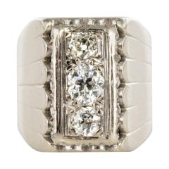 1930s Art Deco 0.90 Carat Diamonds 18 Karat White Gold Signet Ring