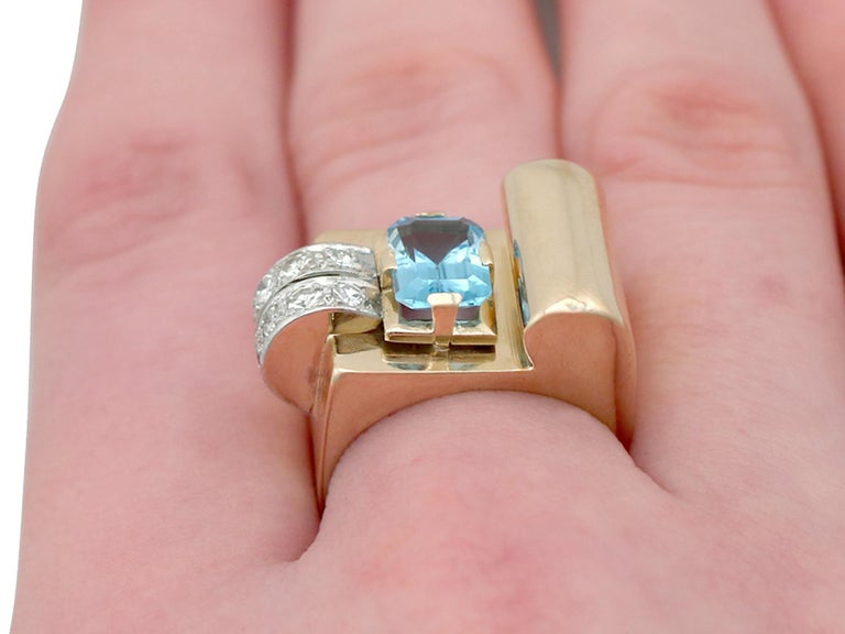 1930s 1.45 Carat Aquamarine Diamond Gold Cocktail Ring For Sale 4