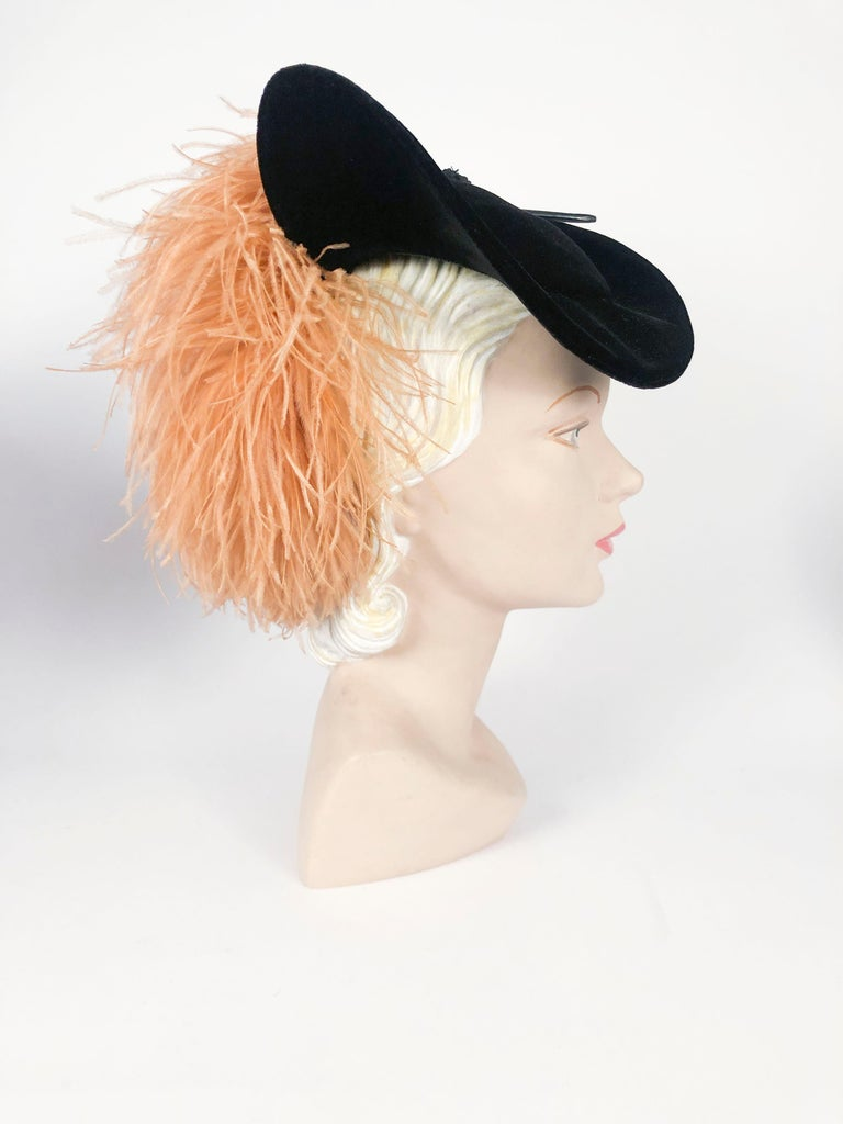 1930s/1940s Black Velvet Fashion Hat In Excellent Condition For Sale In San Francisco, CA