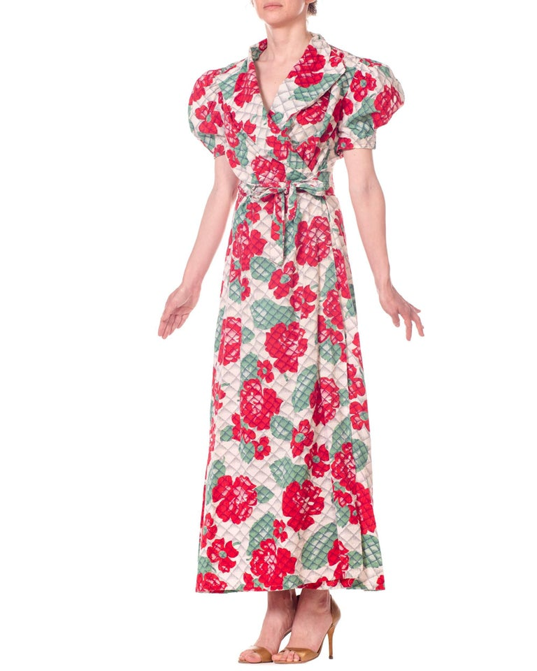 1930s 1940s Cotton Floral Quilted Wrap Dress For Sale 5