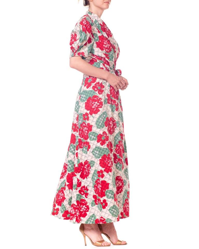 1930s 1940s Cotton Floral Quilted Wrap Dress For Sale 6