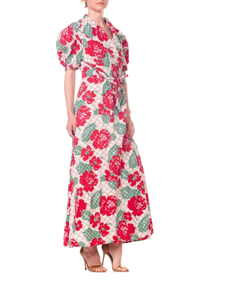 1930s 1940s Cotton Floral Quilted Wrap Dress In Good Condition For Sale In New York, NY
